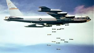 Boeing B 52 Dropping Bombs